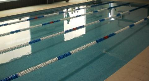 Pr xima apertura de la piscina climatizada el 19 de for Piscinas casariche